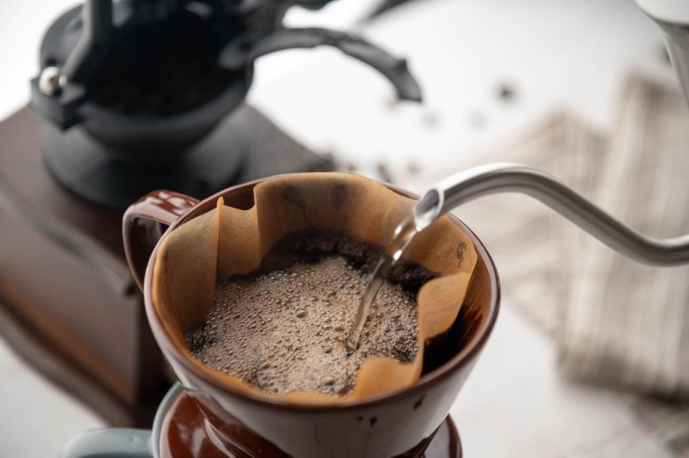Gooseneck Kettle - making coffee